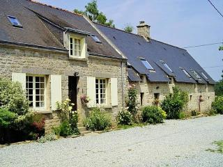 Beech Cottage with shared heated pool - Guemene-sur-Scorff vacation rentals
