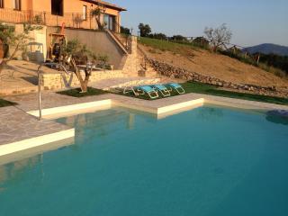 Villa con piscina - Montone vacation rentals