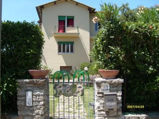Bed & Breakfast Verdemare - Tirrenia vacation rentals
