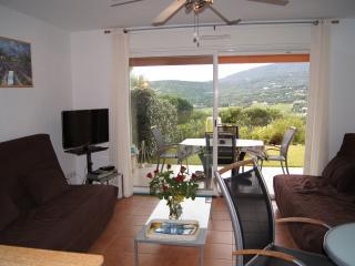 APPARTEMENT PLEIN SUD 45m2, jardin, terrasse, sud! - Saint-Maxime vacation rentals