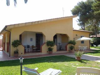 Villa Fidelia al mare in relax - Fontane Bianche vacation rentals