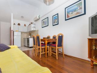 Apartment Lemo 1 - Okrug Gornji vacation rentals