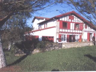 Prox.Côte Basque (Biarritz), T4 6 personnes, jardi - La Bastide Clairence vacation rentals