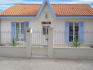 2 bedroom villa in Chatelaillon 200 m from beach - Chatelaillon-Plage vacation rentals