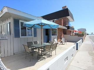 Great 3 Bedroom Single Family Home! Just 4 Houses From Beach! (68195) - Newport Beach vacation rentals