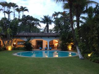 Maison Guaruja - Guaruja vacation rentals