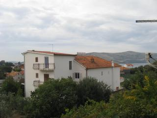 Apartments Markulin 4+0 - Seget Vranjica vacation rentals