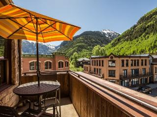 Pine Street Penthouse - 4 Bd / 4.5 Ba - Sleeps 9 - Luxury Penthouse Property in Ideal Central Downtown Telluride Location! - Telluride vacation rentals
