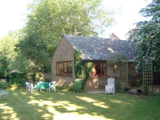 GARDEN COTTAGE IN CENTRAL BRIGHTON - Brighton vacation rentals