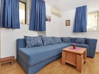 Apartment Andrea Supetar centre - Supetar vacation rentals