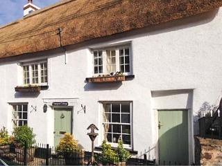 VINEYARD COTTAGE, Grade II listed thatched holiday home, pet-friendly, woodburner, walks from the door, in Winkleigh, Ref 25133 - Sandford vacation rentals