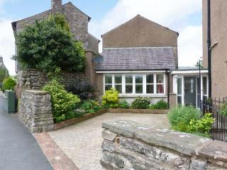 PEEL COTTAGE, woodburning stove, WiFi, outdoor area with furniture, Ref 29839 - Arkholme vacation rentals