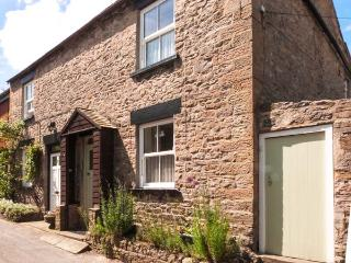 MYRTLE COTTAGE, pet-friendly, woodburner, character cottage near amenities in West Witton, Ref. 906028 - Leyburn vacation rentals