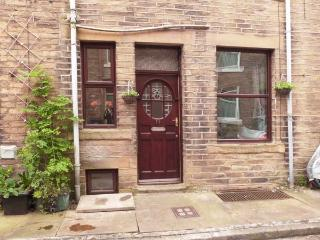 BROUGHTON HOUSE, king-size beds, close to amenities, great base for walking, Ref 911737 - Yorkshire vacation rentals