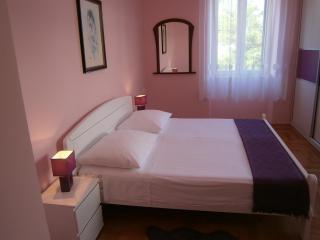 Anamarija(4+1) -nice apartment in a prime location - Split vacation rentals
