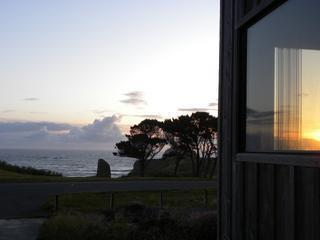 All Sunsets & Surf - Spacious Oceanfront - views! - Bandon vacation rentals