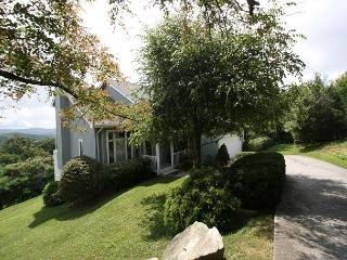 A Place Apart fantastic mountain home with perfect views, sleeps 8 - Blowing Rock vacation rentals