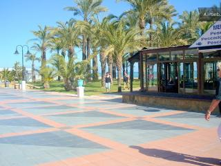 GREAT STUDIO APT, COASTAL VILLAGE, NR TORREMOLINOS - Torremolinos vacation rentals