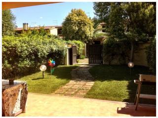 Villa al mare con giardino - Montalto di Castro vacation rentals