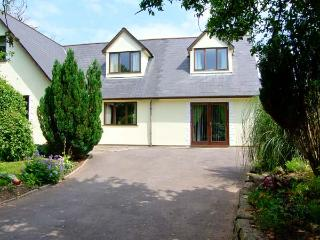 TY MAEN, private lawned garden with furniture, close to pub, great base for touring, Ref 31205 - Pencoed vacation rentals