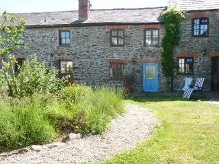 VAULT COTTAGE, woodburning stove, beach 10 mins walk, great base for walking, Ref 904934 - Gorran Haven vacation rentals