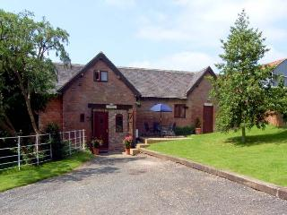 THE STABLES, family friendly, luxury holiday cottage, with a garden in Stratford-Upon-Avon, Ref 914531 - Warwickshire vacation rentals