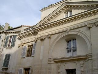 Beautiful 2 bedroom apartment located just steps from Avignon attractions - Avignon vacation rentals