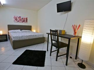 A casa di Claudio - Catania vacation rentals