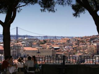 BEAUTIFUL HOLIDAY APARTMENT IN THE HEART OF LISBON - Lisbon vacation rentals