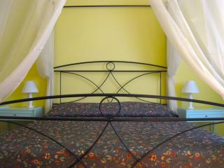 Z8 Quiet aparment in center near to fair/train st - Bologna vacation rentals