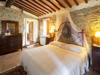 Casa Sotto la Torre Casa Cielo - Boveglio vacation rentals