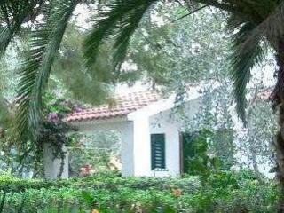 Villaggio T. Residence Delfino-Trilo 4 - Vieste vacation rentals
