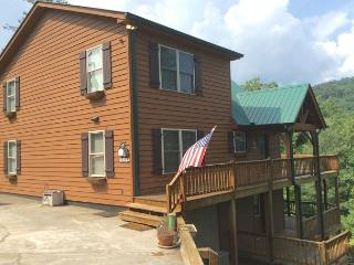 Beautiful cabin home tucked away on a serene mountainside in Townsend! - Sevierville vacation rentals