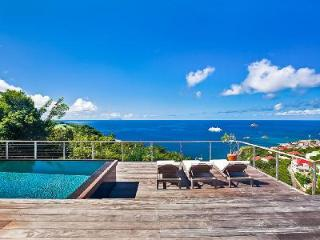 Newly renovated Island View Villa with large sunny deck, pool & sunset views - Lurin vacation rentals