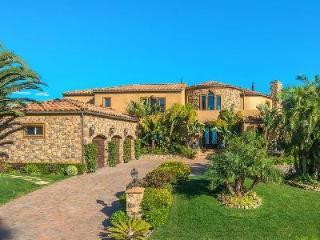 Malibu Vista, offers panoramic coastline & ocean views, lush grounds, pool & spa - Malibu vacation rentals