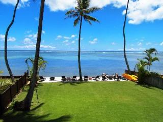 Moana Lani offers direct access to the ocean & sunset views in lush garden setting with pool - Oahu vacation rentals