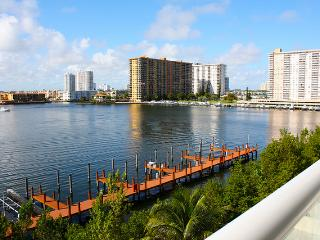 G Bay Luxury, Amazing Waterfront! - North Miami vacation rentals