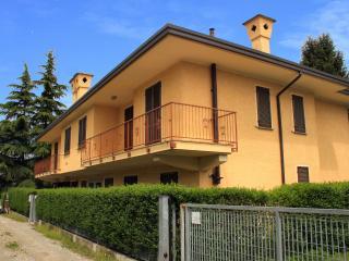 Palazzina in via dei Pini - Castelletto sopra Ticino vacation rentals