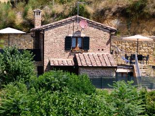 Central,independent,garden,parking,wi-fi,air cond. - Montepulciano vacation rentals