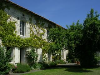 Fine old farmhouse Lusignac - Verteillac vacation rentals