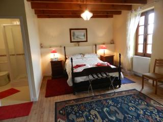 Le Grand Chemin (Merlot Room) B & B - Montcaret vacation rentals