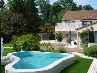 Gîte de Solaire 4* piscine - Loiret vacation rentals