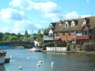 Riverside Cottage - Norfolk Broads Holidays - Wroxham vacation rentals