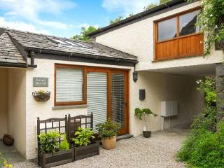 JUNIPER COTTAGE, courtyard, great base for walking, Ref 905436 - Lake District vacation rentals
