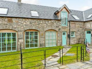 3 KENACLACHER STEADING, close to loch, stunning scenery, in Kinloch Rannoch, Ref 913734 - Corrour vacation rentals