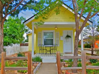 PARISIAN Victorian Cottage ROMANTIC Gazebo/Gardens - Colorado Springs vacation rentals