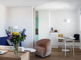 L'Elysée by Homestay, a furnished luxury flat - Montpellier vacation rentals