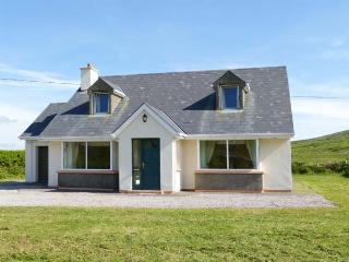 BROOKSIDE HOUSE, en-suite facilities, open fire, garden with furniture, stunning views, Ref 914748 - Waterville vacation rentals