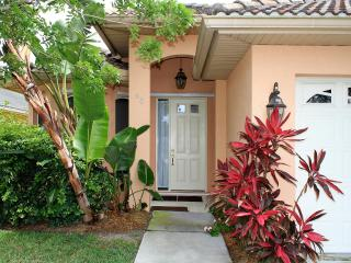 Ducky I, Heated Pool, near Beach, Ritz Carlton - Naples vacation rentals