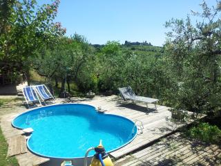 casa vacanza L'infinito - Assisi vacation rentals